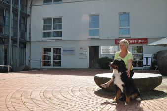 In this town square I saw a Bernese Mountain Dog for the first time in 1993